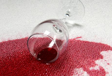 Hogar: ¿Cómo Quitar Una Mancha De Vino De Un Sofá?
